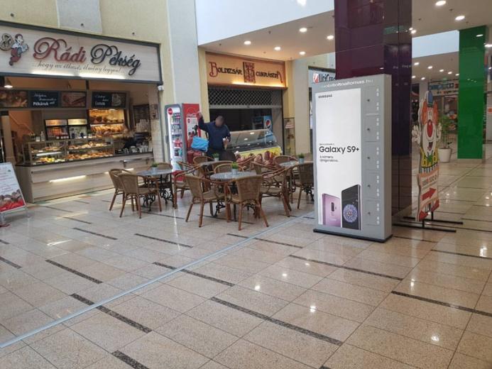 Mobiltöltőállomáson a SAMSUNG GALAXY S9+