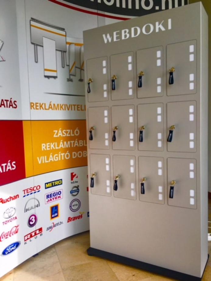 WEBDOKI egyedi mobiltöltőállomás: webdoki mobiltoltoallomas 02