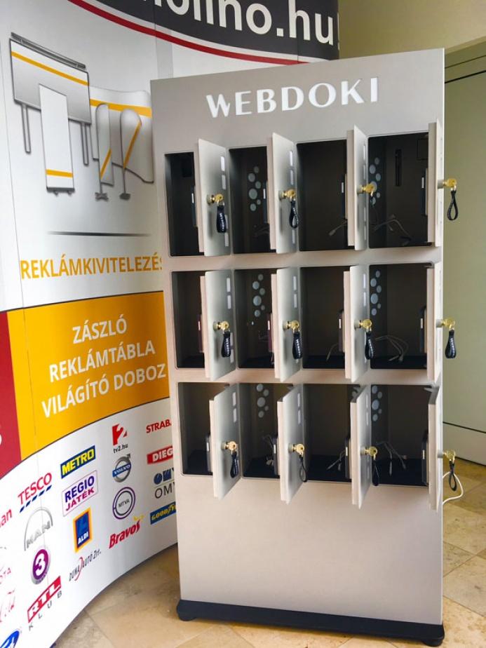WEBDOKI egyedi mobiltöltőállomás: webdoki mobiltoltoallomas 03