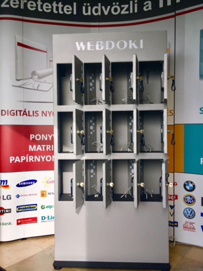 WEBDOKI egyedi mobiltöltőállomás: webdoki mobiltoltoallomas 05