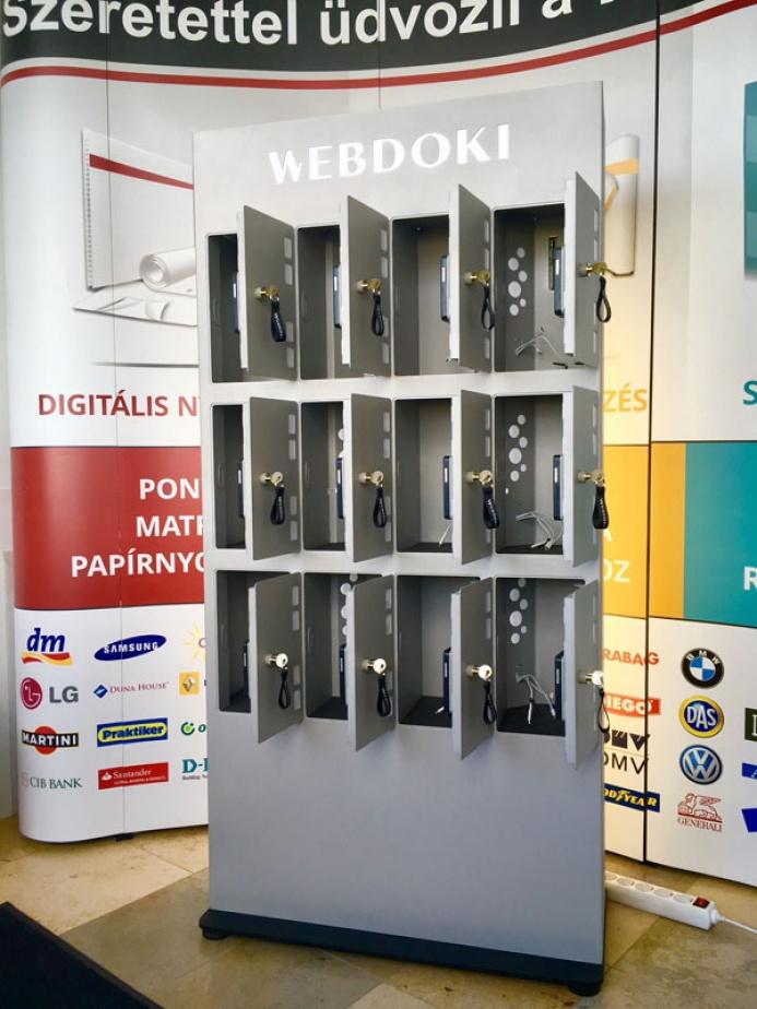 WEBDOKI egyedi mobiltöltőállomás: webdoki mobiltoltoallomas 07