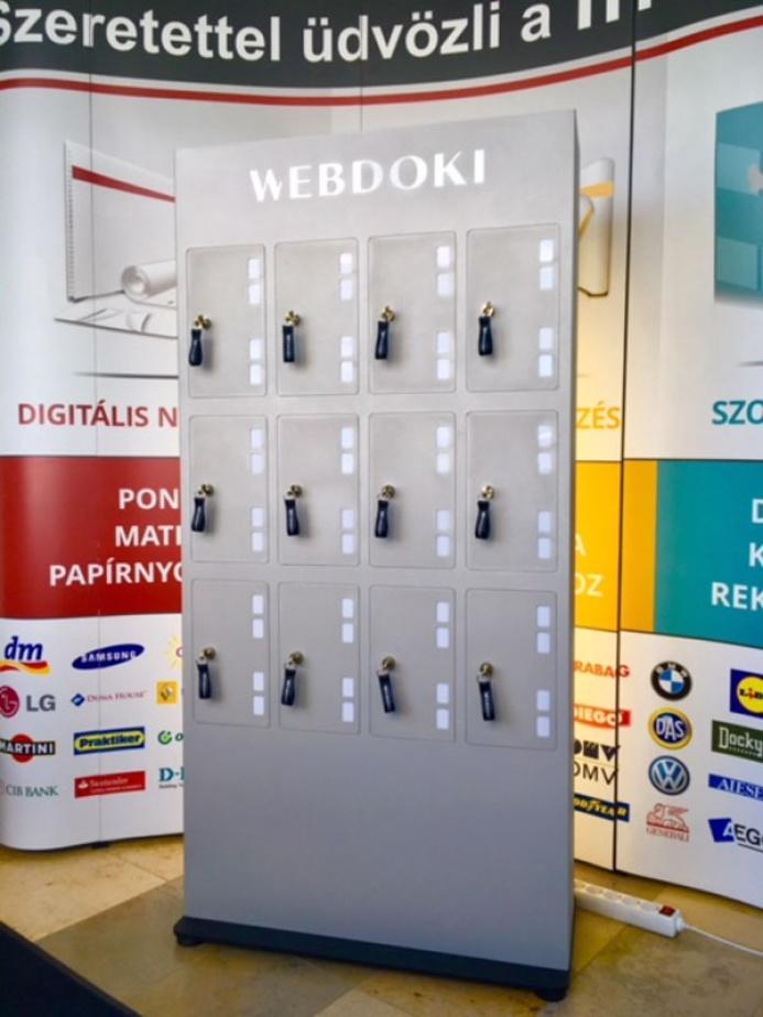 WEBDOKI egyedi mobiltöltőállomás: webdoki mobiltoltoallomas 08