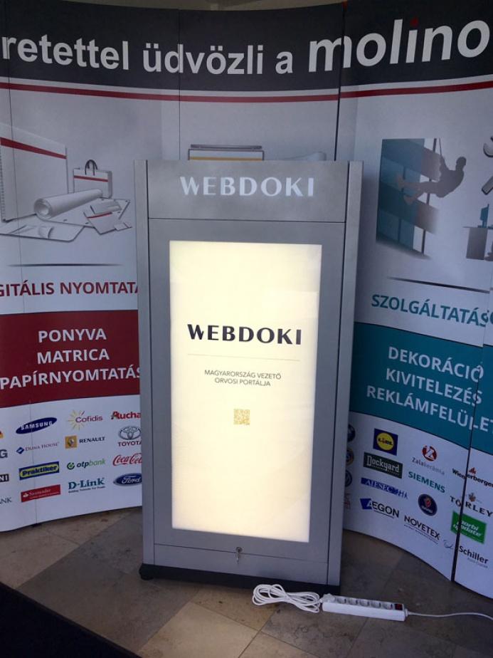 WEBDOKI egyedi mobiltöltőállomás: webdoki mobiltoltoallomas 010