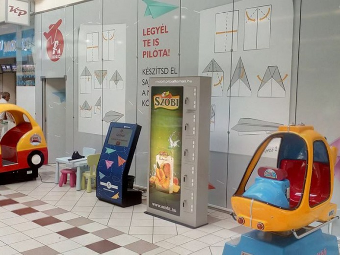 Mobiltöltőállomás az Auchan áruházaiban: Auchan mobiltöltőállomás 02