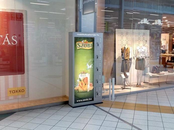 Mobiltöltőállomás az Auchan áruházaiban: Auchan mobiltöltőállomás 03