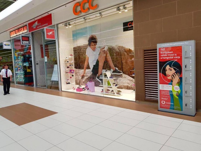 Mobiltöltőállomás az Auchan áruházaiban: Auchan mobiltöltőállomás 05
